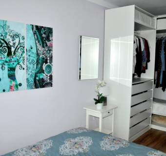 Garderoba PAX w niewielkiej sypialni